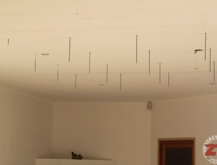 Monter un faux plafond en ba13 affordable poser un faux for Comment faire un faux plafond