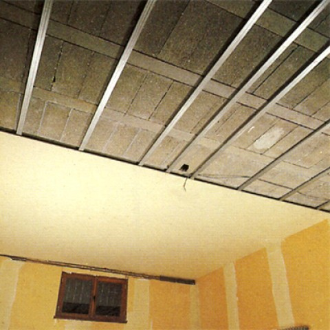 Plafond suspendu sous hourdis isolation id es for Materiel faux plafond suspendu