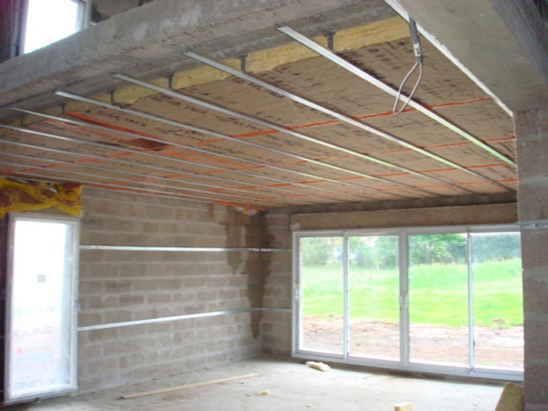 Faux plafond isolant thermique isolation id es for Materiel faux plafond