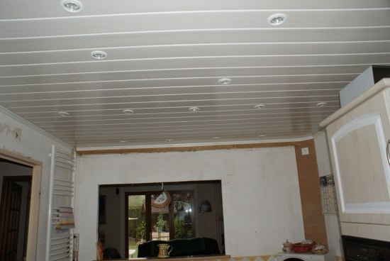 Habillage plafond pvc isolation id es for Habillage faux plafond