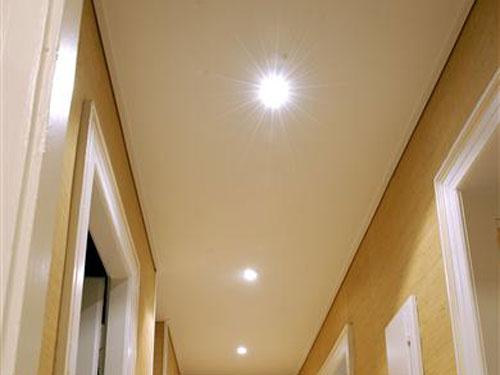 Faux plafond dans un couloir isolation id es for Idee faux plafond pas cher
