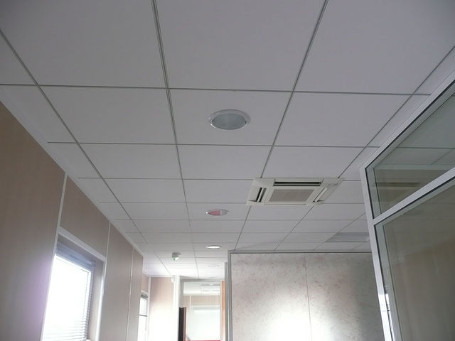 Faux plafond industriel isolation id es for Idee faux plafond pas cher