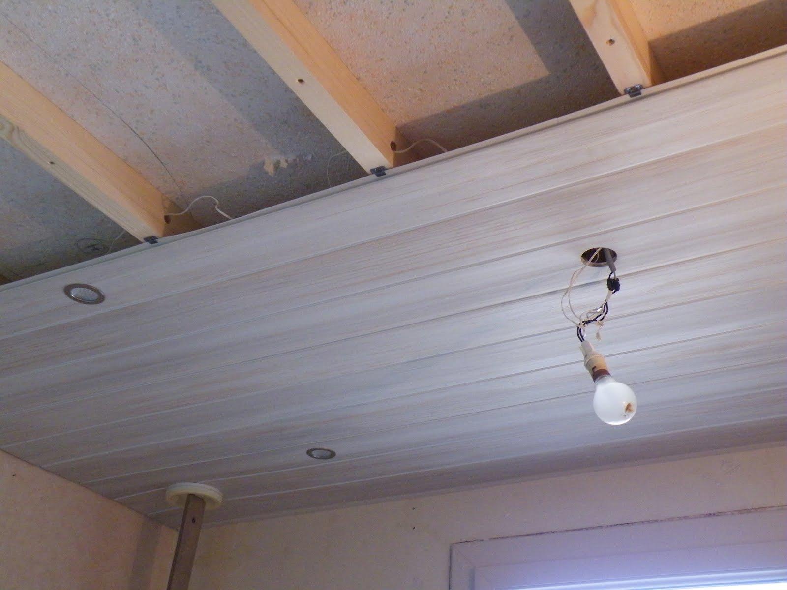 Lambris pour plafond isolation id es for Modele de plafond pour maison