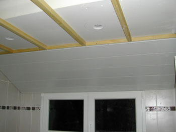je veux trouver des luminaires et plus pour mon faux plafond pas cher ici plafond lames pvc - Lambris Pvc Pour Plafond Salle De Bain