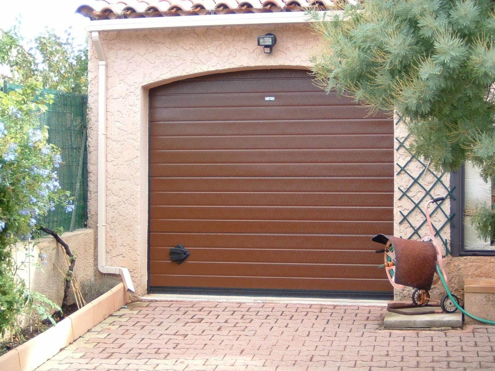 Porte de garage marron isolation id es - Porte pvc marron ...