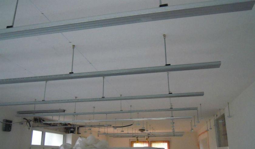 poser un plafond suspendu en dalle isolation id 233 es