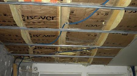 Pose de faux plafond suspendu isolation id es - Faire un faux plafond en ba13 ...