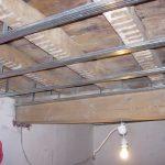Plafond suspendu dans une salle de bain