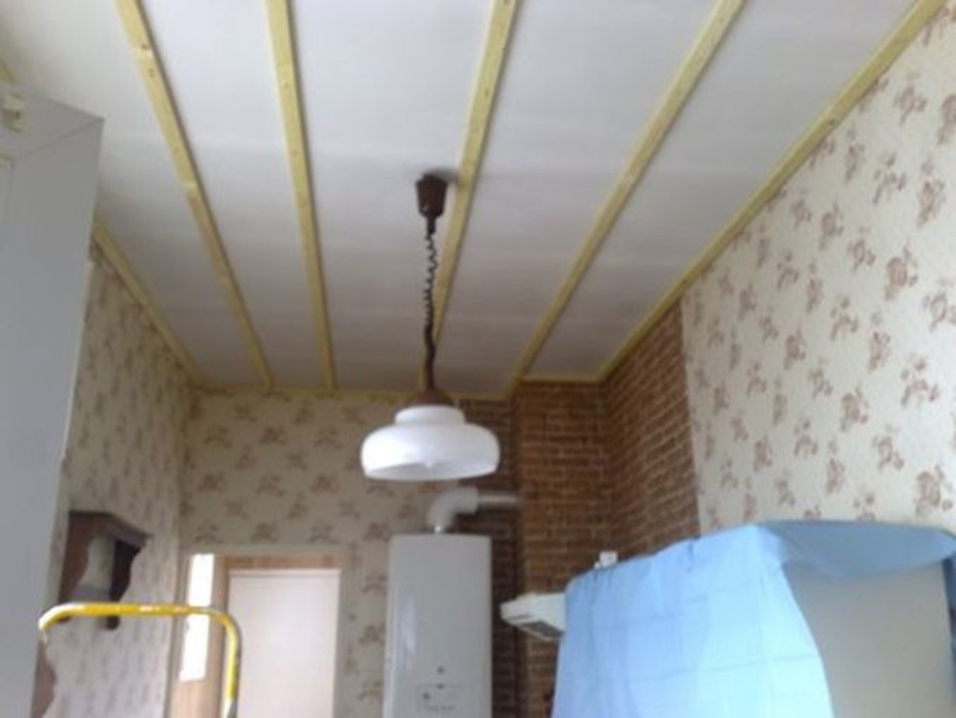 Faux plafond video isolation id es for Pose d un lambris bois au plafond