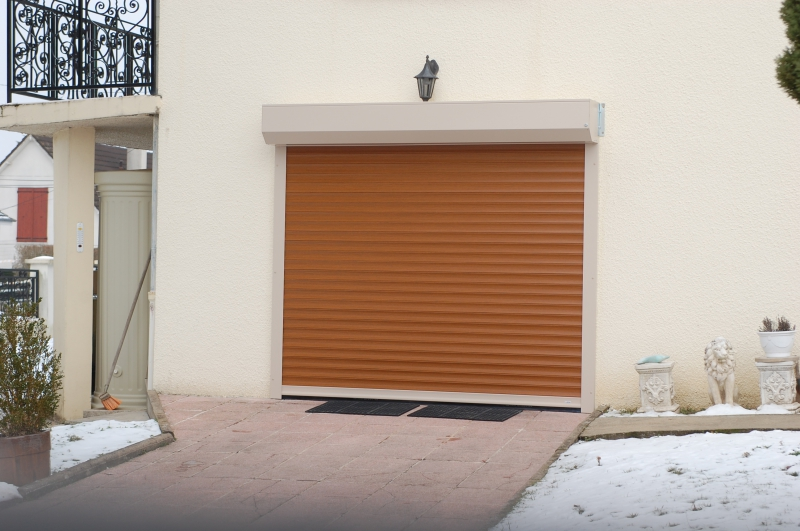 Porte de garage enroulable exterieur isolation id es - Porte de garage eveno ...