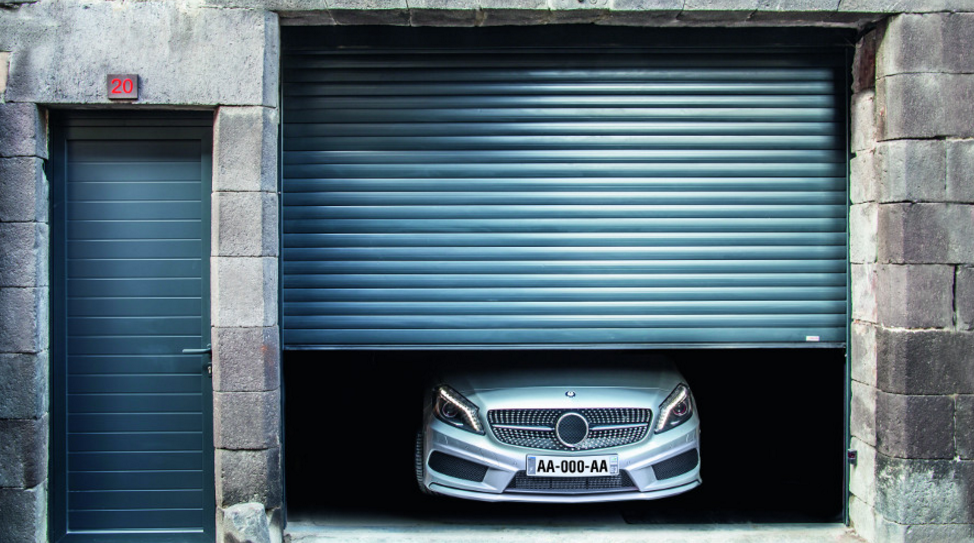 Inconv nient porte de garage enroulable isolation id es for Porte de garage enroulable isolante