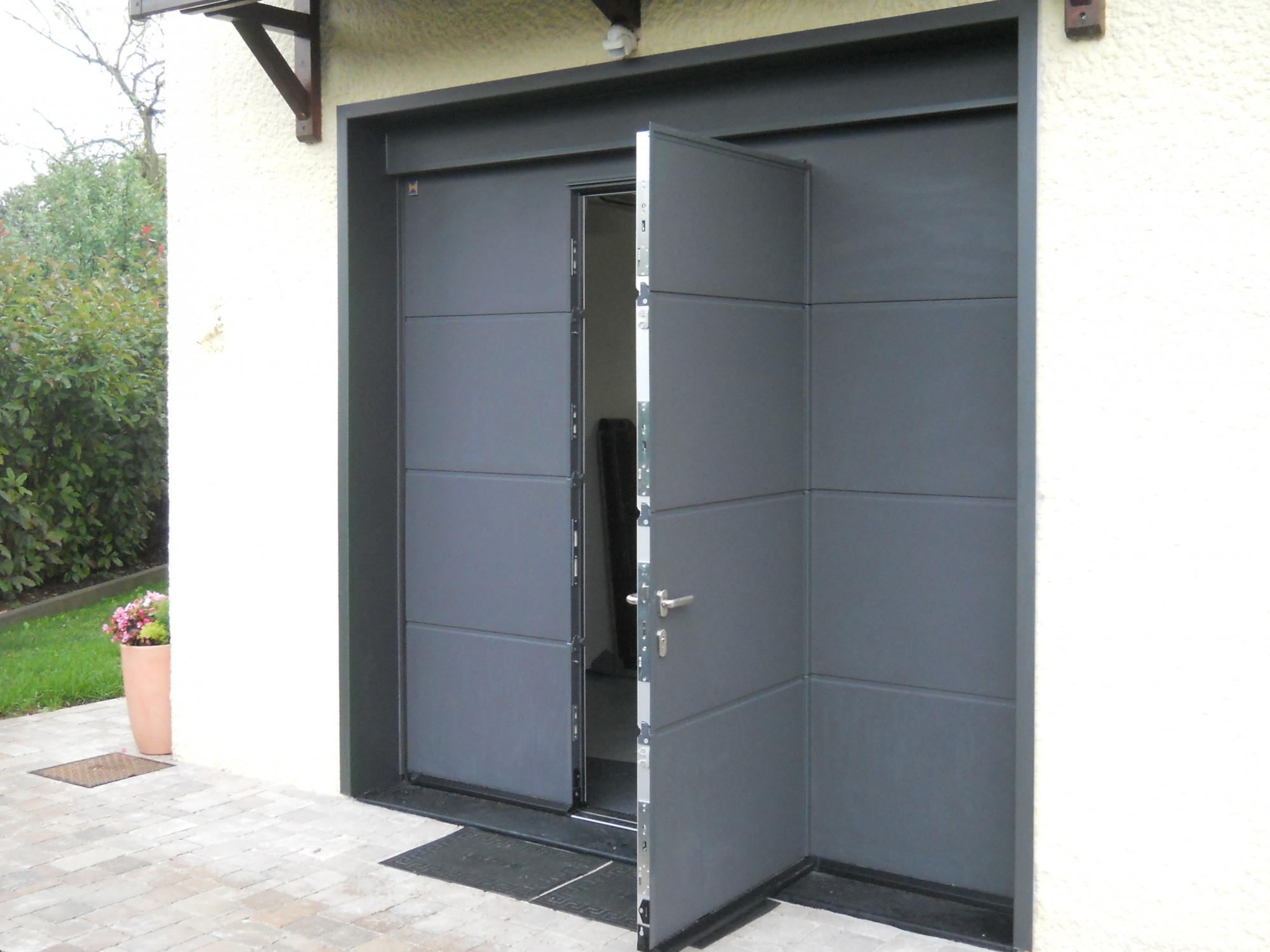 Porte de garage sectionnelle sur mesure hormann for Galet porte de garage basculante hormann