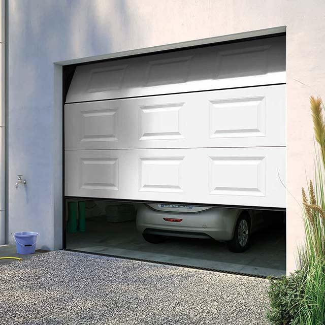 porte de garage sectionnelle motoris e blanc isolation id es. Black Bedroom Furniture Sets. Home Design Ideas