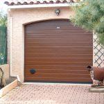 Porte de garage sectionnelle motorisée marron