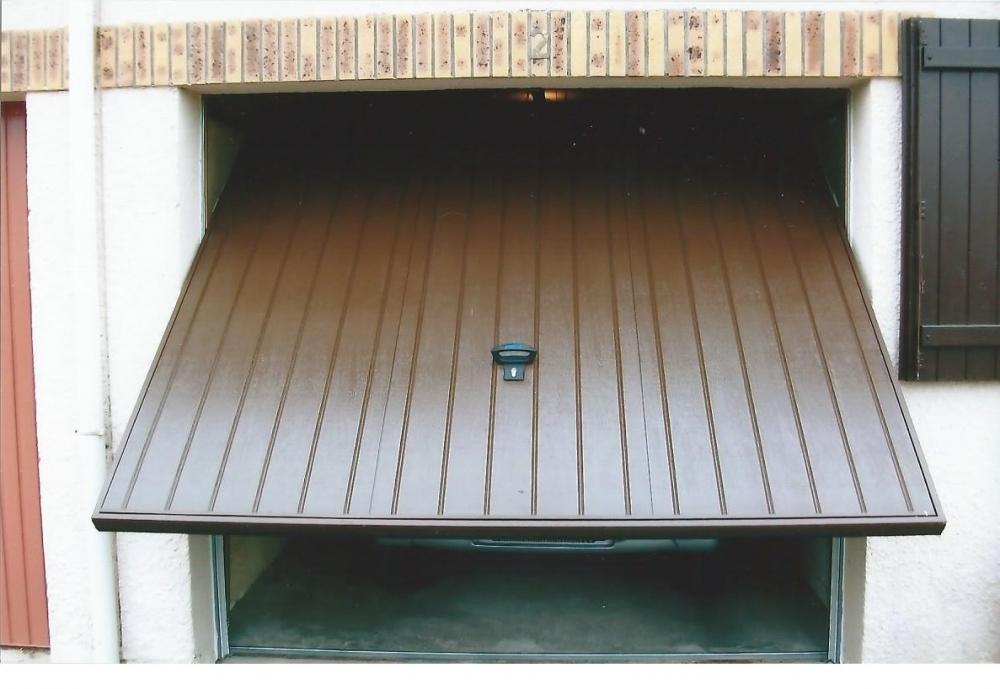 Porte de garage basculante acier isolation id es for Porte de garage isolation thermique