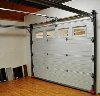 Porte de garage sectionnelle motoris e sur mesure for Porte de garage 2 battants sur mesure